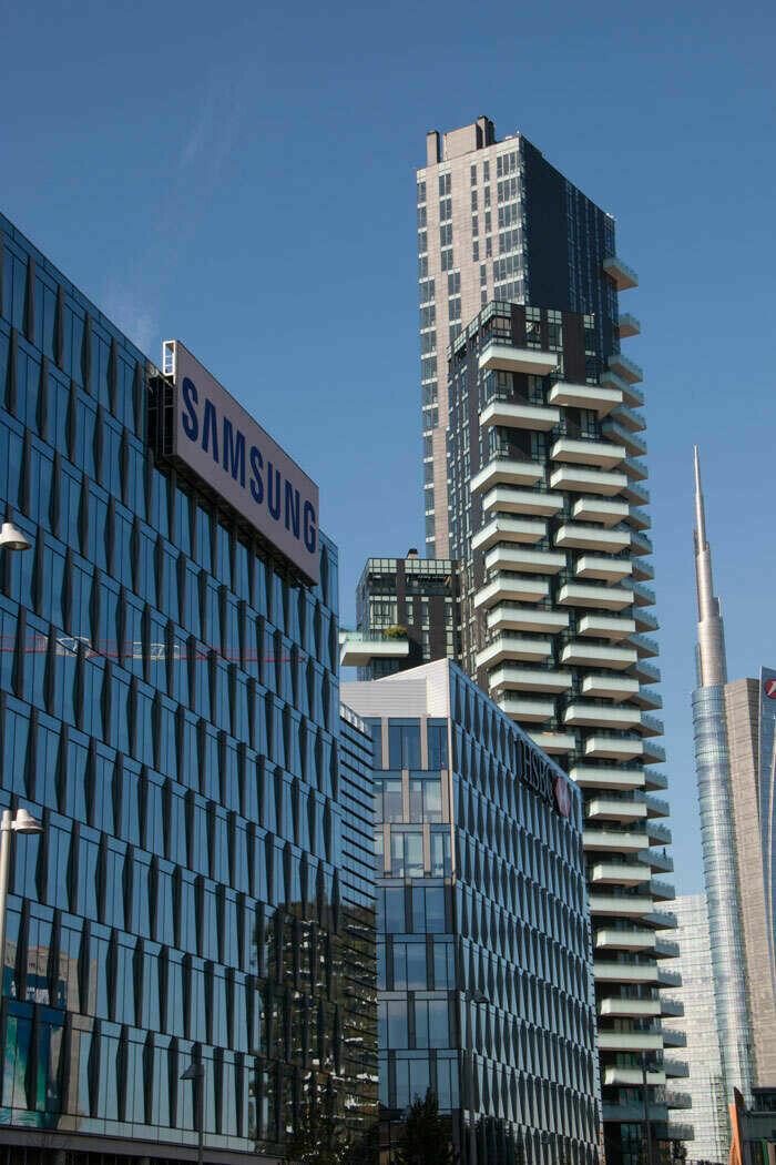 Porta Nuova Garibaldi Milan Cast in Anchor Channels